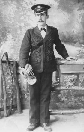 1917 - Ewart Warner